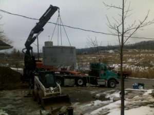 1 Picking up cistern with Crane truck